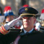 ALBERT-II-salut-militaire