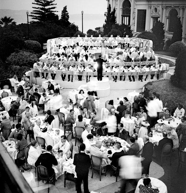 Pendant toute la Seconde Guerre mondiale, le casino ne désemplit pas et les festivités continuent. © Photo SBM