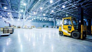 Industrie-Hangar-transpalette-aperture-iSt9942879