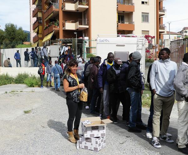Migrants-Vintimille-aidants-Mai-2017-@-Obs---Sophie-Noachovitch-05-2017-C-Manuella-distribue