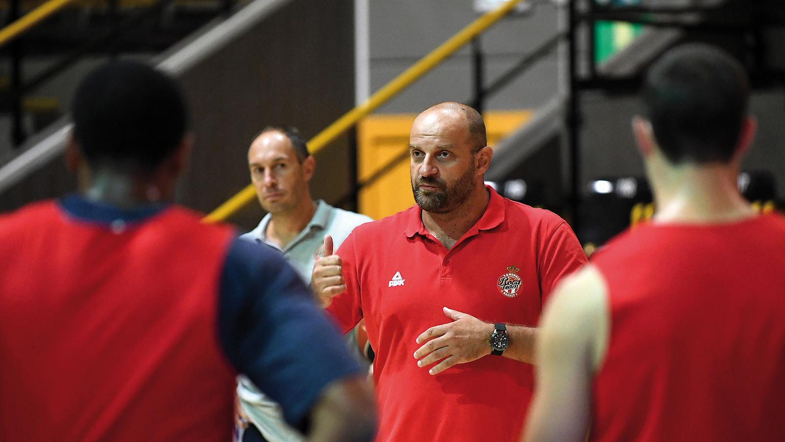Zvezdan-Mitrovic-entraineur-ASM-Basket-@-DirCom-MAN_8604