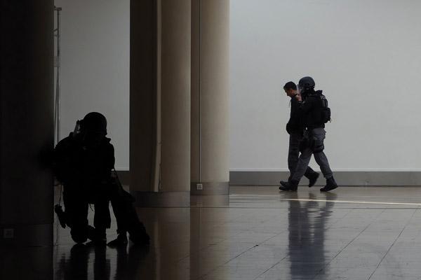 Policier-Surete-publique-terrorisme-@-Obs-Sophie-Noachovitch-10-Interpellation