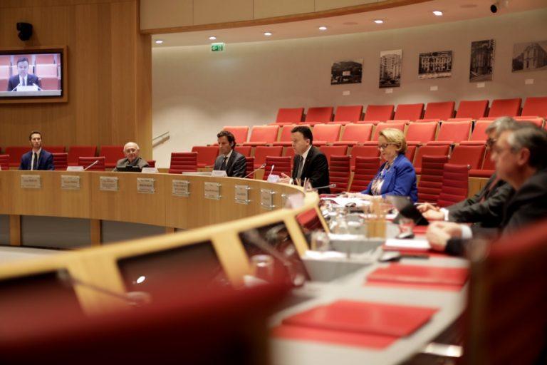 Covid-19 : le conseil national obtient <br/>un « comité mixte de suivi »