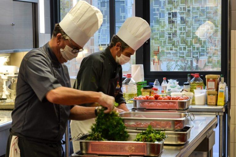 A Monaco, des profs de cuisine <br/>mobilisés pour nourrir les aînés